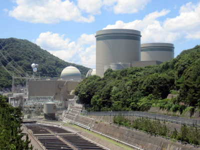 Takahama Nuclear Power Plant. By Hirorinmasa - 自ら撮影, CC BY-SA 3.0, https://commons.wikimedia.org/w/index.php?curid=15765394